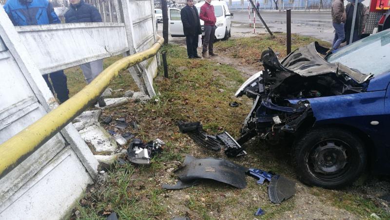 Aiudul de Sus – Un șofer beat a intrat cu mașina într-un gard și o țeavă de gaz