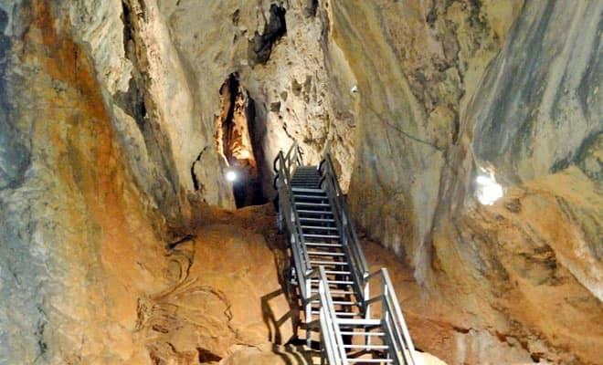 """Se redeschide pentru vizitare peștera """"Poarta lui Ionele"""" din Munții Apuseni"""