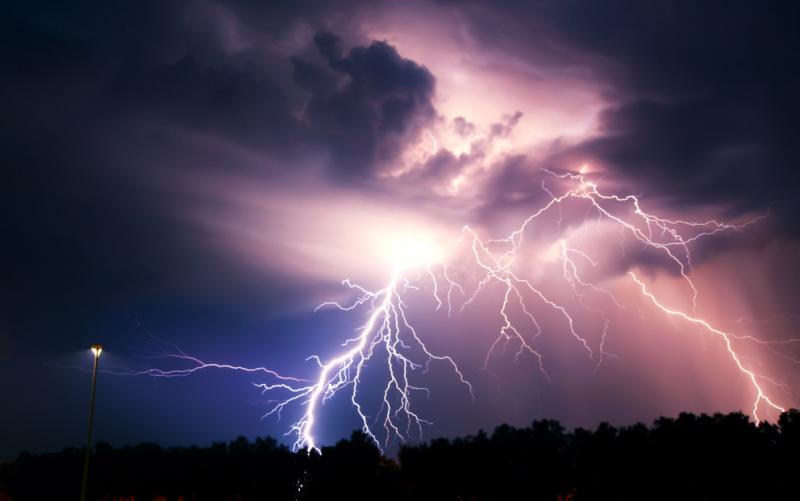 Avertizare COD PORTOCALIU de averse, grindină, descărcări electrice și vijelii pentru mai multe localități din Alba!