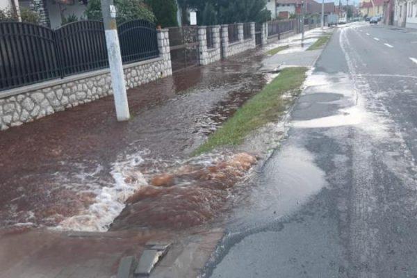 Avarie majoră la conducta principală de apă potabilă de pe strada Călărași din Sebeș