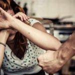 Bărbat din comuna Săliștea reținut de polițiști după ce și-a agresat și amenințat cu moartea soția