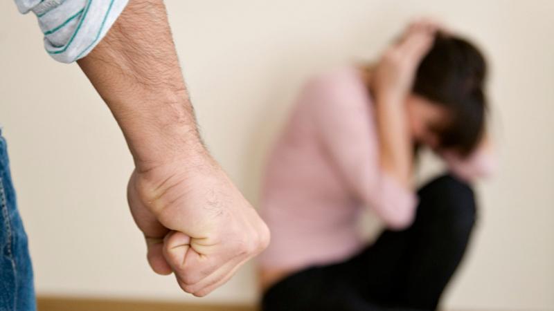 Cricău – Dosar penal pentru violență în familie emis pe numele unui bărbat care și-a lovit soția și soacra