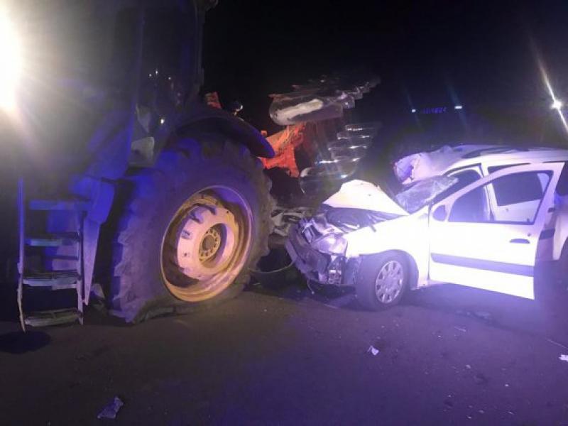 Bucerdea Grânoasă – Un șofer beat a lovit cu mașina un utilaj agricol