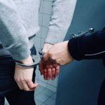 Bărbat din Alba Iulia reținut de polițiști după ce a furat 5 telefoane mobile