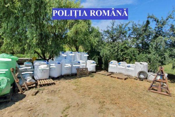 Blaj - Aproape 17 tone de îngrăşăminte chimice și 487 de recipiente care au conținut insecticide foarte toxice au fost ridicate de polițiștii în urma unui control