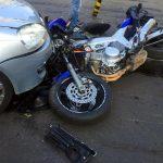Coliziune între un autoturism și o motocicletă pe strada Victoriei din Cugir