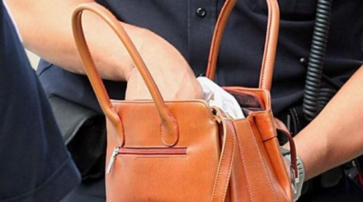 Sebeș – Dosar penal pentru două femei care au furat 243 de lei dintr-o geantă