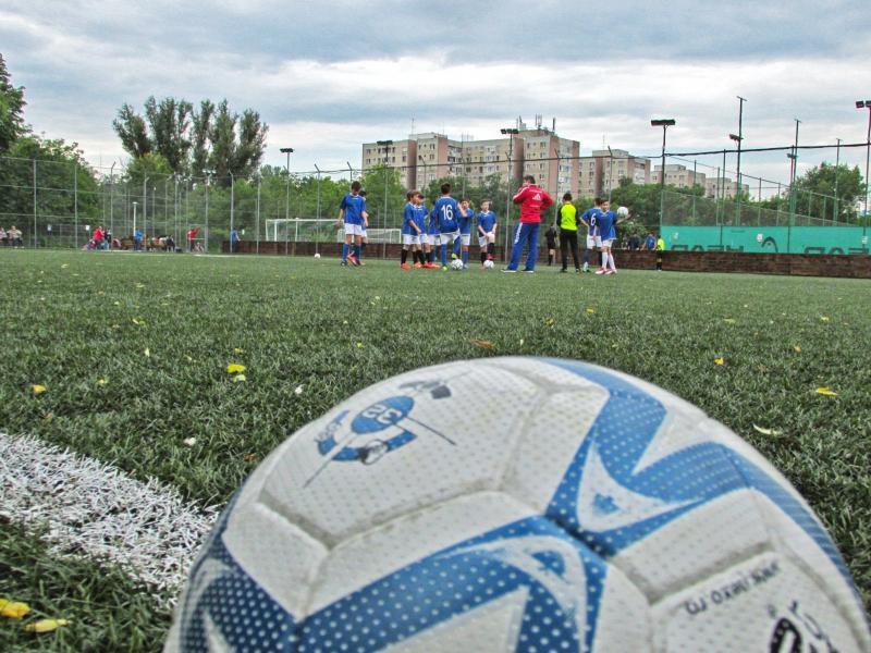 Decizie – Copiii care se înscriu într-un club sportiv vor primi vouchere de 300 de lei
