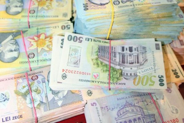 Peste 11.000 de dosare penale întocmite în acest an de Direcţia de Investigare a Criminalităţii Economice din cadrul Poliției Române