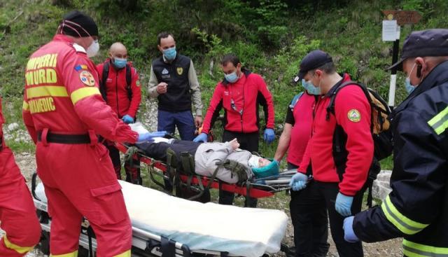 Intervenție a echipajelor Salvamont Salvaspeo Alba pentru salvarea unei turiste rănite