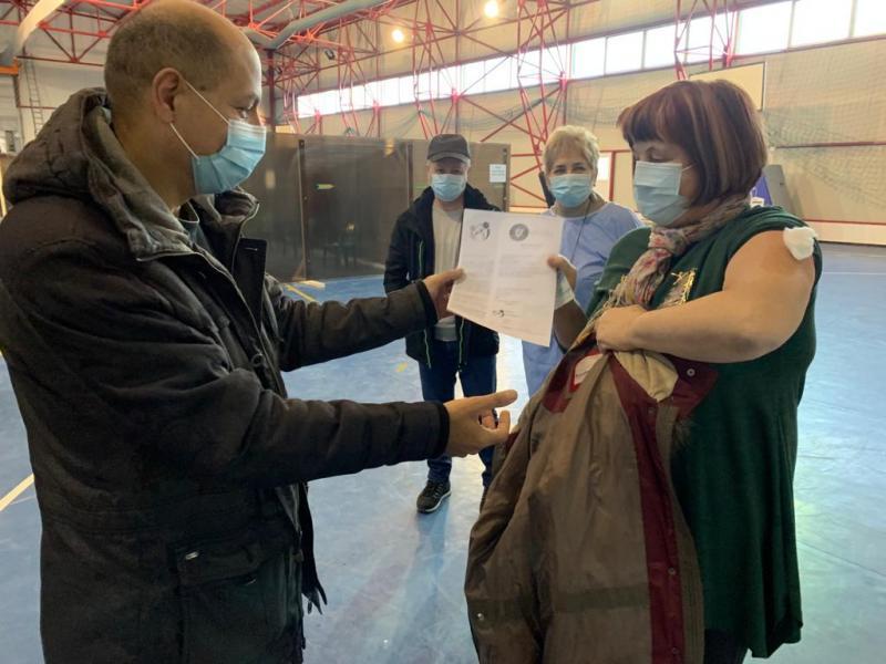 O femeie în vârstă de 62 de ani, prima persoană din Aiud vaccinată împotriva COVID-19!