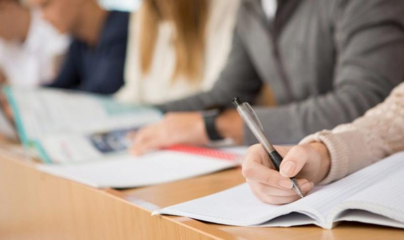 """Elevii vor participa """"fizic"""" la examenelele de Bacalaureat și Evaluare Națională din 2021!"""