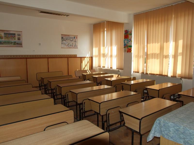 """Licitație publică de achiziție de mobilier nou pentru școala Gimnazială """"Vasile Bologa"""" din satul Geoagiu de Sus!"""