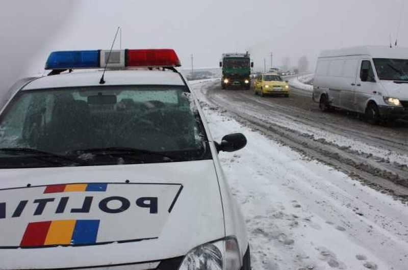 Recomandările Poliției Române pentru șoferii angrenați în traficul rutier în condiții de iarnă