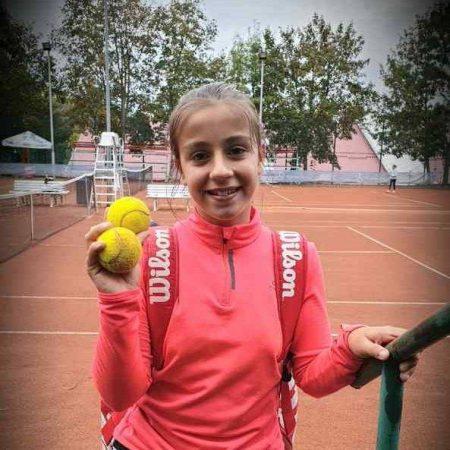Participare în premieră la un turneu internațional a jucătoarei de tenis din Sebeș, Giulia Pienariu!